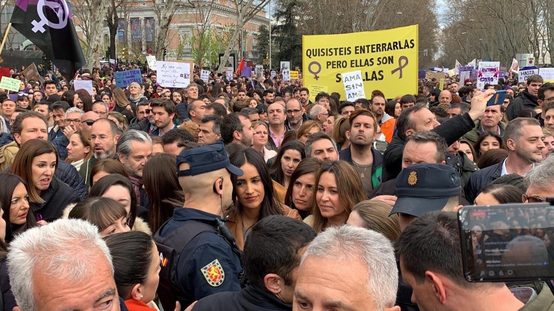 europapress-2698314-vicealcaldesa-madrid-begona-villacis-escoltada-varios-policias